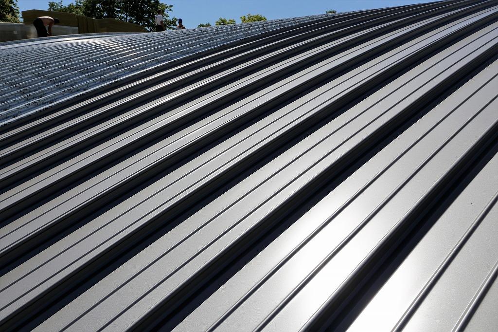 屋根葺き替え工事と屋根カバー工法、それぞれの違いは何?